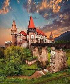🌟Corvin Castle, Transylvania, Romania🌟😍Tag someone you would live here…