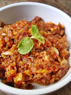 Malaysian food is all about the sambals. There are so many different combinations of garlic, ginger, shallots and lime juice the result in vastly different flavors. What's your favorite homemade sambal?  Malaysian Sambal Sauce