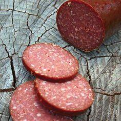 Deer Bologna Recipe, Homemade Bologna Recipe, Bologna Recipes, Homemade Sausage Recipes, How To Make Sausage, Sausage Making, Lebanon Bologna, Salami Recipes