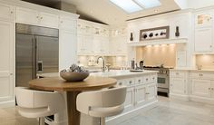 Tom Howley are experts in creating bespoke kitchen seating that looks stunning whilst making the most of the space in your luxury kitchen. Kitchen Interior, Kitchen Remodel, Kitchen Decor, Contemporary Kitchen, Kitchen Benches, Kitchen Island With Seating, Kitchen Seating, Home Kitchens, Kitchen Design