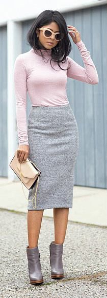 I love the look of the fabric of this pencil skirt. Like a stretch cotton. I love the fit and length and color. Also pairing it with this turtleneck looks so cute. Not sold on the pastel color, but nonetheless, this is a great outfit. Work Attire, Work Outfits, Fall Outfits, Cute Outfits, Grey Skirt Outfits, Outfits With Pencil Skirts, Leather Pencil Skirts, Black Pencil Skirts, Pencil Shoes