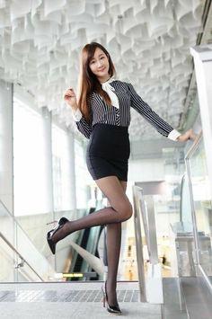 Pantyhose Fashion, Pantyhose Outfits, Nylons, Pantyhose Skirt, Beautiful Young Lady, Beautiful Asian Women, Beautiful Legs, Asian Fashion, Girl Fashion