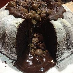 The bessstttt Chocolate Volcano Cake, Chocolate Lava, Cupcake Cakes, Cupcakes, Food And Drink, Pudding, Sweets, Cook, Desserts