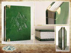 Tapas en piel con tribal en bajo relieve, interiores en papel de algodón de 160 grs.