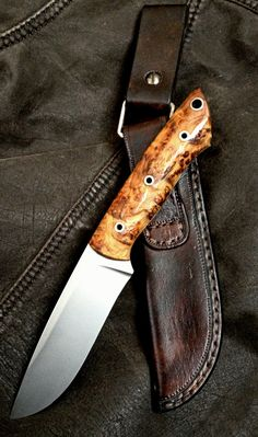 Hunting knife with pouch Cool Knives, Knives And Swords, Knife Patterns, Beil, Forged Knife, Bushcraft Knives, Knife Handles, Knife Sheath, Handmade Knives