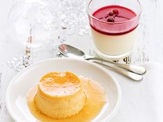 Pannacotta with white chocolate and cranberries Yotam Ottolenghi, Panna Cotta, Cupcakes, White Chocolate, Mousse, Beverages, Pudding, Baking, Ethnic Recipes