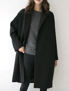 fall winter you black black coat grey sweater black denim jeans Looks Street Style, Looks Style, Style Me, Mode Outfits, Casual Outfits, Fashion Outfits, Womens Fashion, Fashion Trends, Ladies Outfits