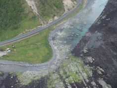 "Tonkin+Taylor a Twitteren: ""Aerial photographs show the seabed uplift north of Kaikoura - estimated to be between 2 - 2.5 metres. #EQNZ https://t.co/WLkSj4Xx9m"""