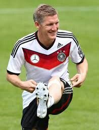 Chill Germany Team, Bastian Schweinsteiger, Soccer Players, Chill, Sports, Football Players, Soccer Guys