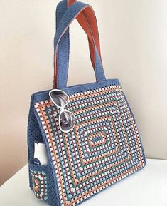 Trendy Ideas for knitting bag sewing crochet Crochet Shell Stitch, Crochet Tote, Crochet Handbags, Crochet Purses, Crochet Baskets, Crochet Stitches, Crochet Pattern, Yarn Bag, Bag Patterns To Sew