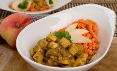 Veganes Pfirsich-Curry mit roten Linsen Nudeln