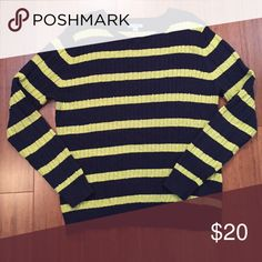 🔥final price🔥Izod navy & chartreuse sweater Excellent condition. 100% cotton. Crew neck with cable knit design. Inventory# OX029 Izod Sweaters Crew & Scoop Necks