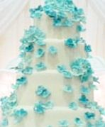 cake with small flowers