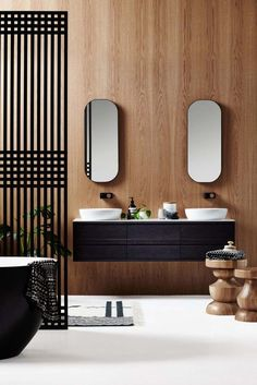 Chic, sophistiqué et intemporel, le meuble salle de bain noir toque à votre porte pour vous dévoiler ses atouts déco! Doté d'une façade laquée, ornée d'un..