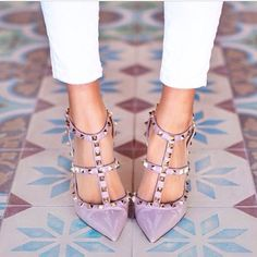 New rock studs from Valentino 😍👌 Valentino Heels, Valentino Rockstud, Frauen In High Heels, Womens High Heels, Leggings Fashion, Leather Sandals, Patent Leather, Designer Shoes, Like4like