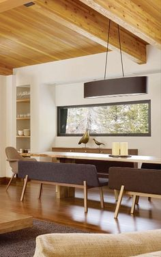 Beautiful mid-century modern dining room. The lines are perfect. I love the benches!