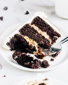 Chocolate Chip Cookie Dough Cake via @feedfeed on https://thefeedfeed.com/chocolatecake/thewholebite/chocolate-chip-cookie-dough-cake