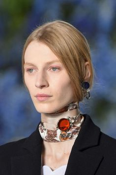 Zoom: gargantilhas Dior | Upost