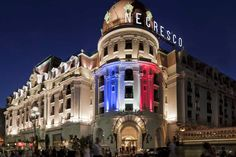 Photo gallery The Negresco Hotel on the French Riviera . Book a Luxury hotel in Nice. Nice France, South Of France, Hotels And Resorts, Best Hotels, Le Bataclan, Promenade Des Anglais, Hotels In France, Famous Buildings, Beautiful Hotels