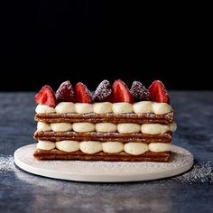 Strawberries and Cream Mille Feuille - A stunning (but simple) French pastry. Patisserie Design, Patisserie Cake, Decoration Patisserie, French Patisserie, Boutique Patisserie, Patisserie Paris, French Sweets, French Dessert Recipes, French Pastries