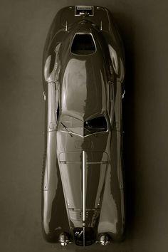 1938年にアルファロメオが生んだ「デザインの至宝」が、乗り物の域を超えている
