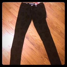 Mossimo black damask pants Black damask mossimo pants from target. Never worn. Perfect condition. Mossimo Supply Co Pants Skinny