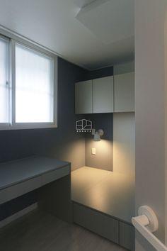 얼마 전에 촬영 다녀온 상월곡 동아에코빌 아파트 25평 인테리어 현장이에요. 촬영하면서 감탄을 그치지 못... Bathroom Lighting, Kids Room, Bedroom Decor, Mirror, Furniture, Design, Home Decor, Bathroom Light Fittings, Bathroom Vanity Lighting