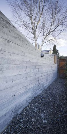 Image 7 of 13 from gallery of Laneway Wall Garden House / Donaghy & Dimond Architects. Photograph by Ros Kavanagh Front Yard Fence, Farm Fence, Backyard Fences, Garden Fencing, Fenced In Yard, Rustic Fence, Pool Fence, Fence Gate, Board Formed Concrete