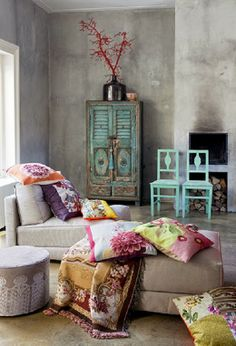 Home Decor: Grey Boho living or sitting room, with shabby chic style turquoise w. Home Decor: Grey Boho living or sitting room, with shabby chic style turquoise wood furniture and bright colored pillows & throw blankets Interior Flat, Interior Design, Modern Interior, Simple Interior, Scandinavian Interior, Scandinavian Design, Boho Chic Bedroom, Bedroom Decor, Bedroom Ideas