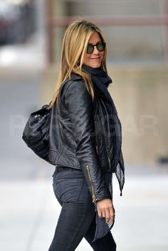Jennifer Aniston was wrapped up in a navy scarf and black leather jacket sporting green Oliver Peoples Vintage O'Malley sunglasses while out in NYC this afternoon. She's on the East Coast after spending the last few months filming her drama Jennifer Aniston Style, Jennifer Aniston Pictures, Jenifer Aniston, Rachel Green, Leather Jacket Outfits, Leather Jackets, Oliver Peoples, Love Her Style, Famous Women