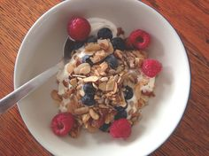 One of the things I do miss with the Banting lifestyle is breakfast cereal, particularly muesli. This nut granola recipe was so quick and easy to do, plus when Banting Diet, Banting Recipes, Low Carb Recipes, Cooking Recipes, Banting Breakfast, Ketogenic Breakfast, Breakfast Recipes, Low Carb Granola, High Fat Foods