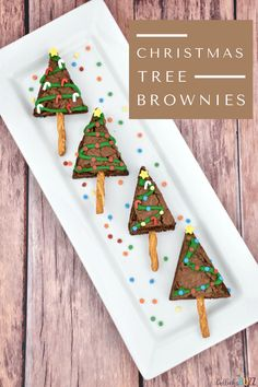 Make your holidays extra festive with these rich, chewy, fudgy Christmas Tree Brownies. These holiday brownies are sure to put a smile on everyone's face! Easy Christmas Treats, Christmas Party Decorations, Christmas Cupcakes, Holiday Treats, Christmas Recipes, Diy Christmas, Holiday Recipes, Christmas Tree Brownies, Thanksgiving Vegetables