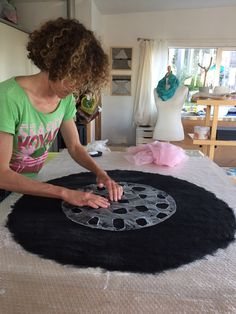twinfelt This site is about a journey of discovering the possibilities of felt and fibres. Felted Wool Crafts, Felt Crafts, Nuno Felting, Needle Felting, Felt Wall Hanging, Felt Pillow, Felt Pictures, Felted Slippers, Crocheted Slippers