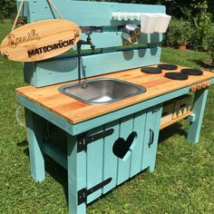DIY Matschküche – home acssesories Diy Mud Kitchen, Diy Kitchen Decor, Mud Kitchen For Kids, Outdoor Play, Outdoor Decor, Play Houses, Planting Flowers, Backyard, Lego Duplo