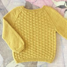 Image of Flet Bluse Str. til 8 År Baby Boy Knitting Patterns, Baby Sweater Patterns, Baby Cardigan Knitting Pattern, Knitting For Kids, Knit Patterns, Pull Bebe, Baby Girl Sweaters, Sweater Design, Pulls