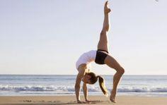 Starke Balance und innere Ruhe überdauern den Urlaub!   Bei Readly unter Women´s Health mehr zu Yoga finden.   Women's Health - DE 06/2016