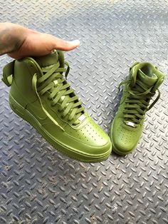 Nike Air Force high tops in GREEN, very interesting!