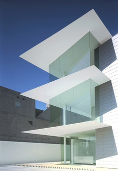 Ultra thin slabs and clear glas give the M-Clinic by Japanese architect Katsufumi Kubota a very clean and abstract look.