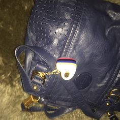 Juicy couture bag Blue. Three pockets, fits almost everything ... Very comfortable cross bag, won't weight down. Authentic. Classic navy blue Juicy Couture Bags Crossbody Bags