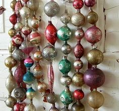 Vertical Christmas garland from old glass beads and ornaments Christmas Tree Garland, Antique Christmas Ornaments, Old Fashioned Christmas, Christmas Past, Merry Little Christmas, Victorian Christmas, Vintage Ornaments, Retro Christmas, Christmas Items