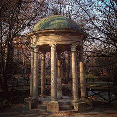 #milan #milano #italy #italia #garden #park #gazebo #architecture #threes #winter #nature #city #urban #cloister #art #archilovers #prettymilano #milanobella #milanodavedere #milanosegreta #altramilano by moivalois