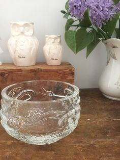 Josef schott /dragon/bowl/glass/Smålandshyttan by WifinpoofVintage on Etsy Vintage Home Decor, Unique Vintage, Original Wedding Gifts, Vintage Shops, Vintage Items, Kingdom Of Sweden, Crystal Kingdom, Dragon Bowl, Bowl Designs