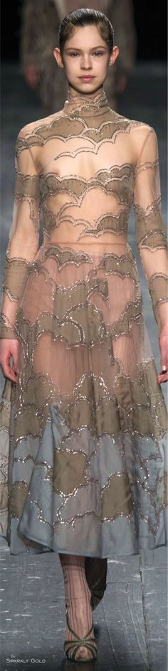 Valentino Fall 2016 l Ria Grey Fashion, Love Fashion, High Fashion, Fashion Show, Fashion 2016, Fashion Trends, Beautiful Gowns, Beautiful Outfits, Beautiful Clothes