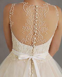 Decote com Tule para o Vestido de Noiva #vestidodenoiva #weddingdress #casamento…