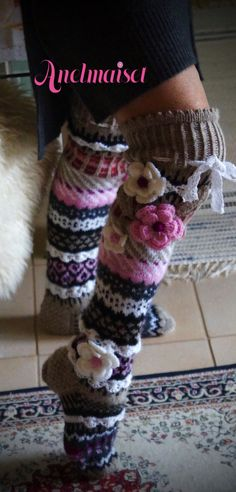 Satun sukat Crochet Socks Pattern, Crochet Quilt, Crochet Slippers, Knit Or Crochet, Wool Socks, Knitting Socks, Hand Knitting, Knitting Projects, Stockings