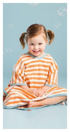 Gratis Schnittmuster Poncho für Kinder ❤ mit Anleitung ❤ PDF zum Ausdrucken ❤ Kinderponcho Freebock ✂ Jetzt Nähtalente.de besuchen ✂
