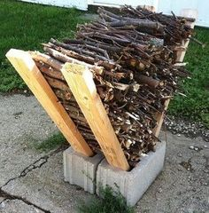 Cool fire pit idea for your garden # Cool # Fence Backyard # Fence Design # Fence di . Cool fire pit idea for your garden backyard design DIY ideas Fire Pit With Rocks, Cool Fire Pits, Diy Fire Pit, Fire Pit Backyard, Best Fire Pit, Deck With Fire Pit, Outdoor Fire Pits, Camping Fire Pit, Cheap Landscaping Ideas