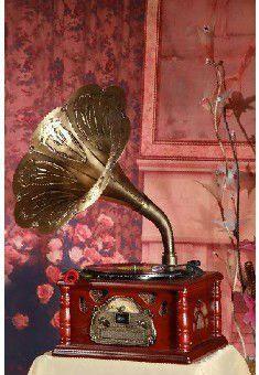 Antique Music Box, Antique Radio, Vintage Sheet Music, Vintage Maps, Vintage Postcards, Vintage Antiques, Retro Record Player, Record Players, Old Shanghai
