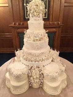 The Chic Technique: Magnificent floral all white wedding cake. Castle Wedding Cake, Big Wedding Cakes, Luxury Wedding Cake, Wedding Cakes With Cupcakes, Beautiful Wedding Cakes, Gorgeous Cakes, Wedding Cake Designs, Amazing Cakes, Extravagant Wedding Cakes