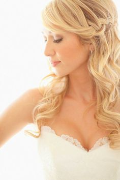 13 Gorgeous Wedding Hairstyles - The Half Up Half Down Fancy Hairstyles, Curled Hairstyles, Wedding Hairstyles, Curled Wedding Hair, Wedding Hair Down, Wedding Curls, Bridal Hair And Makeup, Hair Makeup, Wedding Makeup